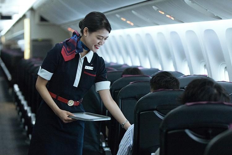 van phong ve Japan airline o HN