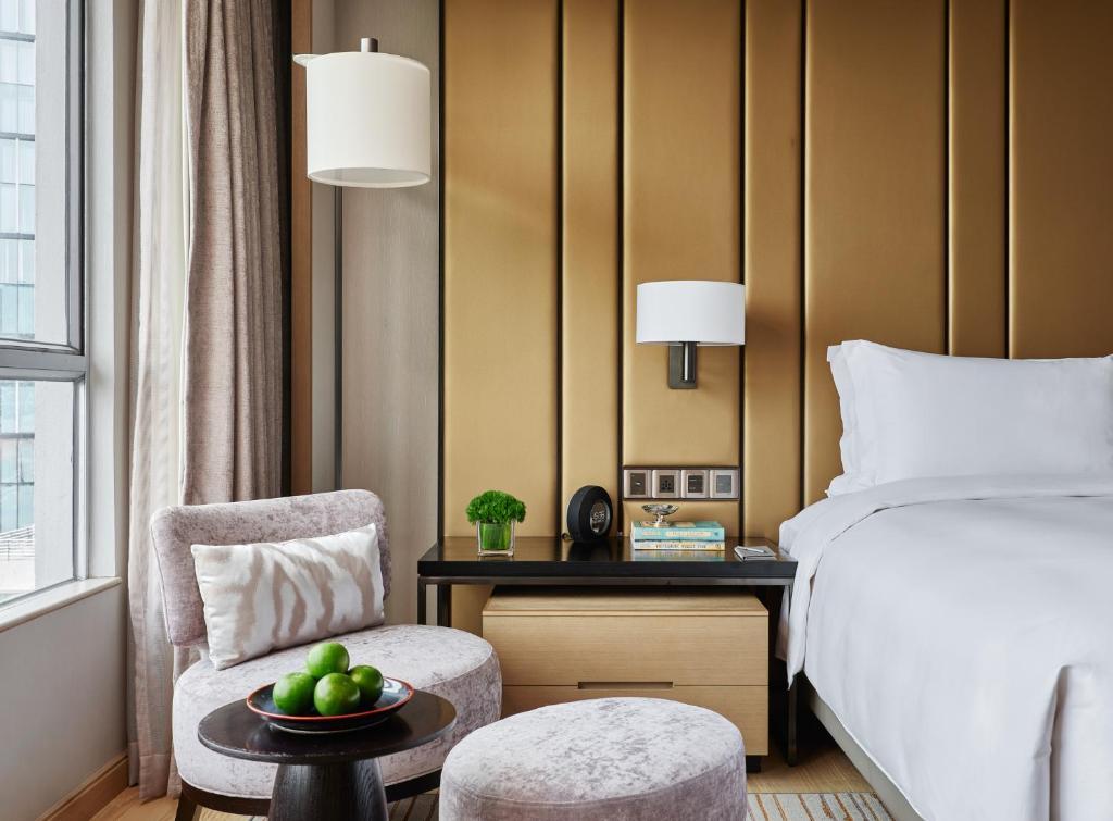 Phòng giường king Khách Sạn New World Sài Gòn